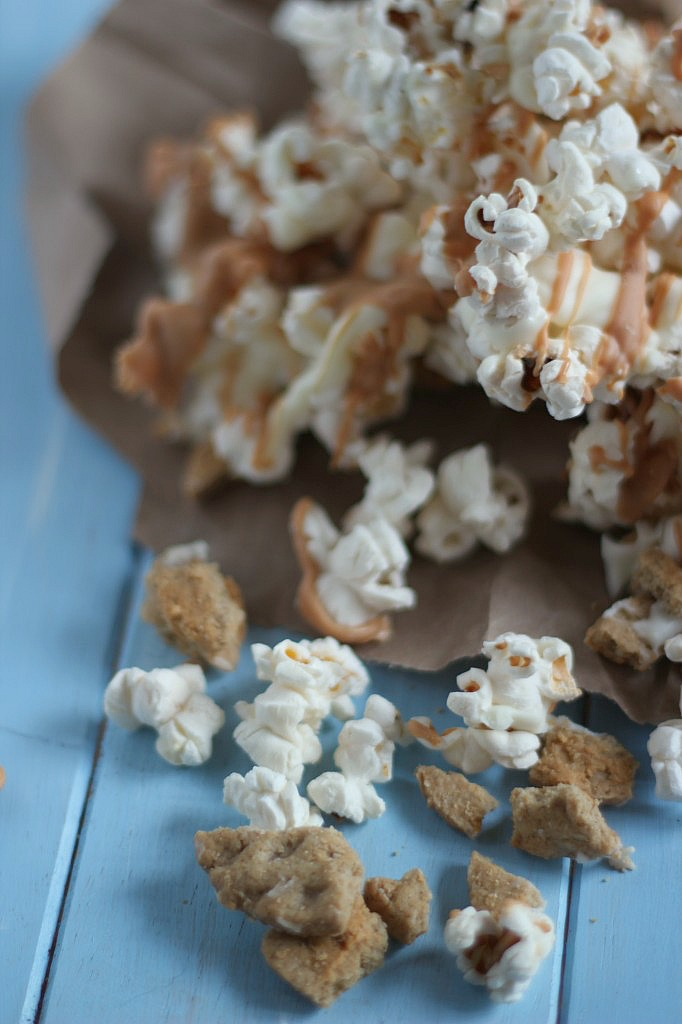 White Chocolate Pirate Cookie Popcorn | www.purplehousecafe.com