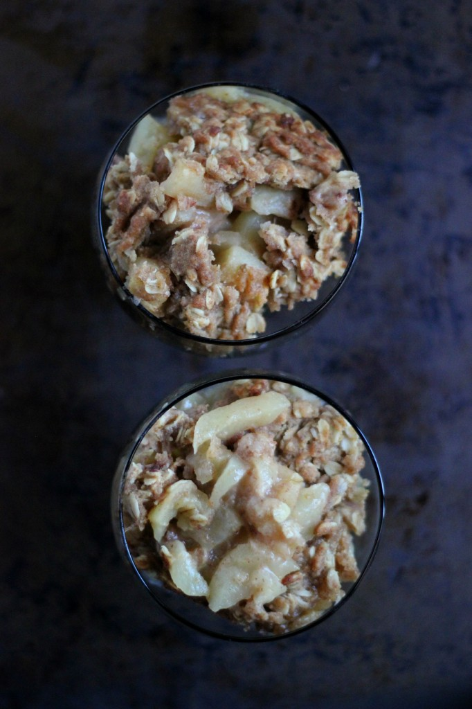 Apple Crisp with Maple Cream Sauce | www.purplehousecafe.com