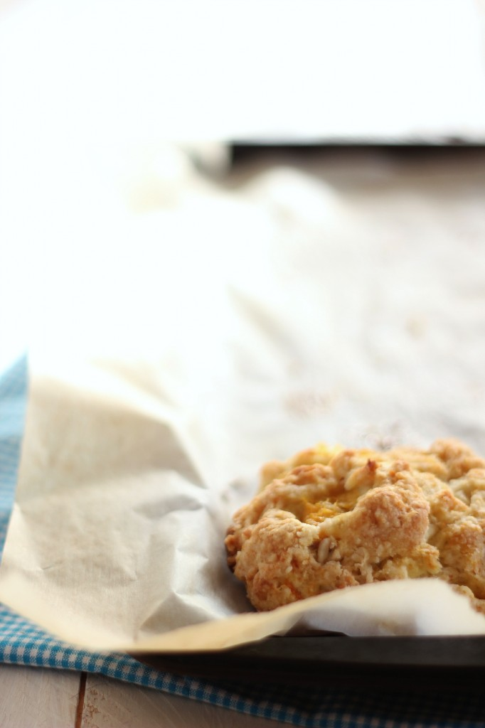 Peach and White Chocolate Scones | www.purplehousecafe.com