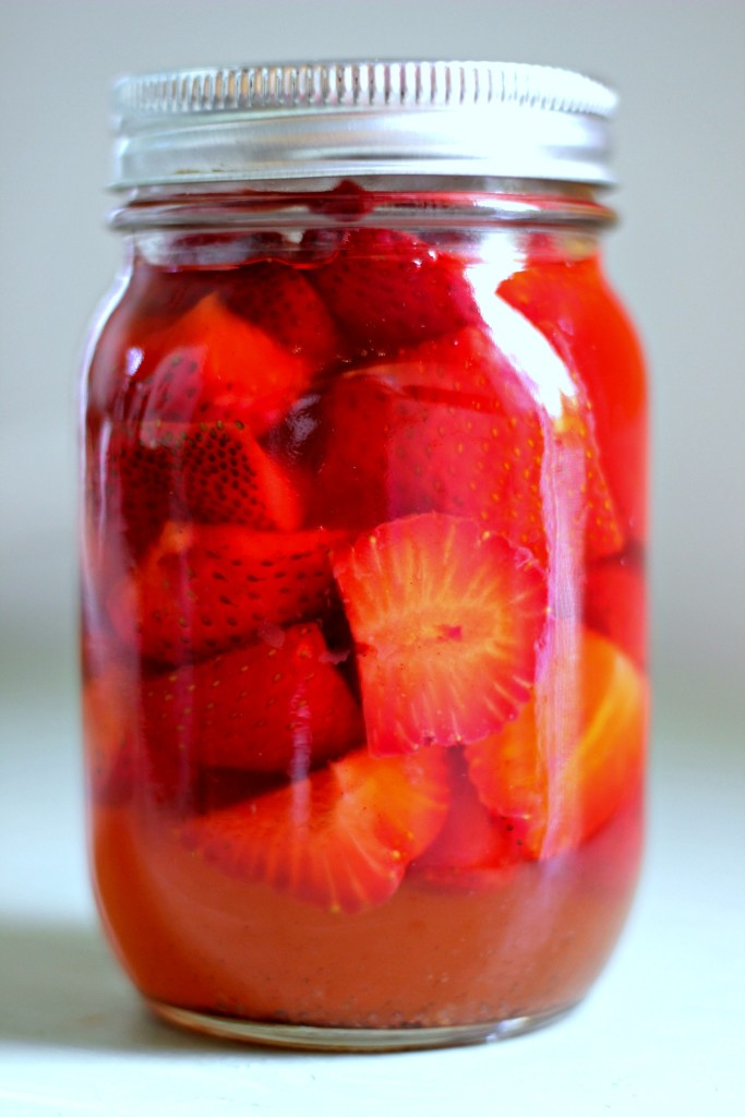 Quick Pickled Strawberries | www.purplehousecafe.com